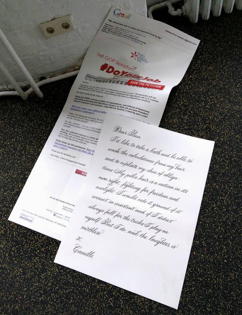 Camille Henrot, Office of Unreplied Emails, 2016, painotyö silikonilleKuva: Tuomas Laulainen